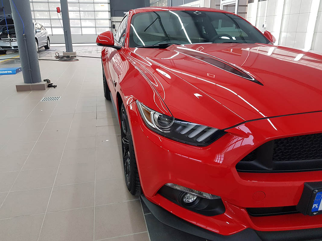 Ford Mustang 5.0 V8 Red Race